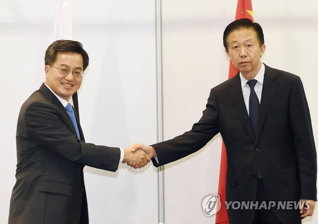 韩中财长握手