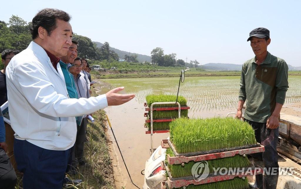 韩总理考察旱情