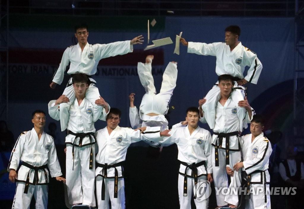 朝鲜跆拳道选手们的精彩舞台