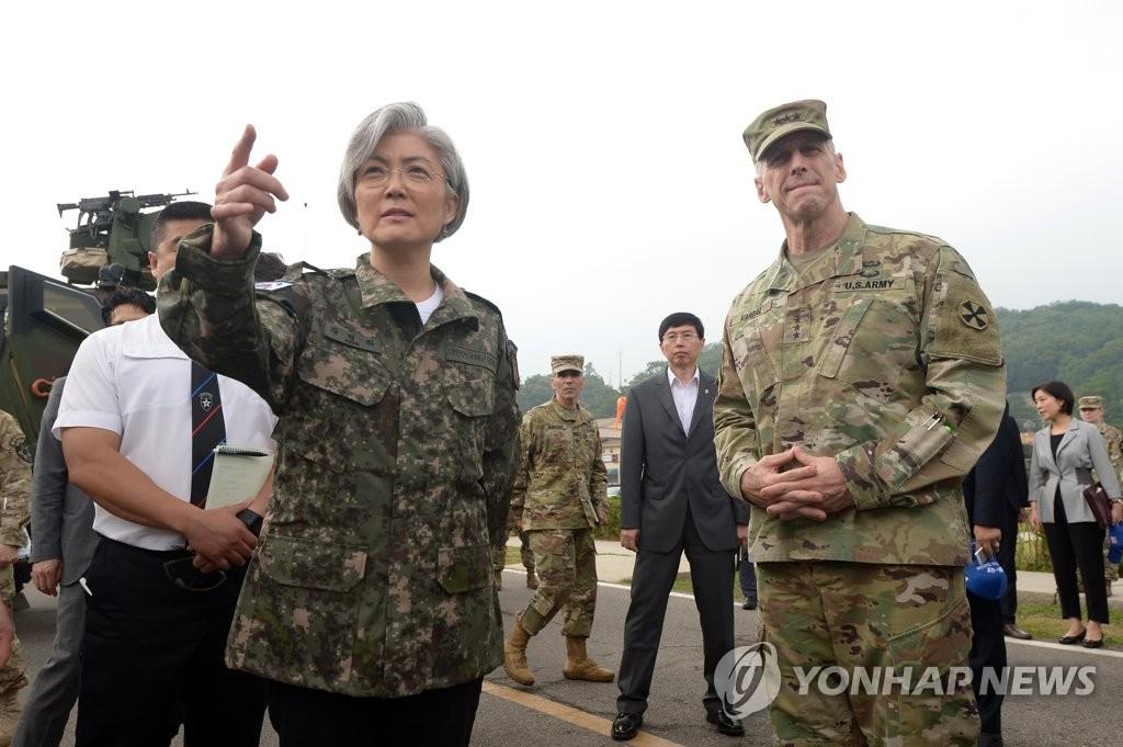 6月25日,韩国外交部长官康京前往位于京畿道议政府市的驻韩美军第二师进行访问。(韩联社)