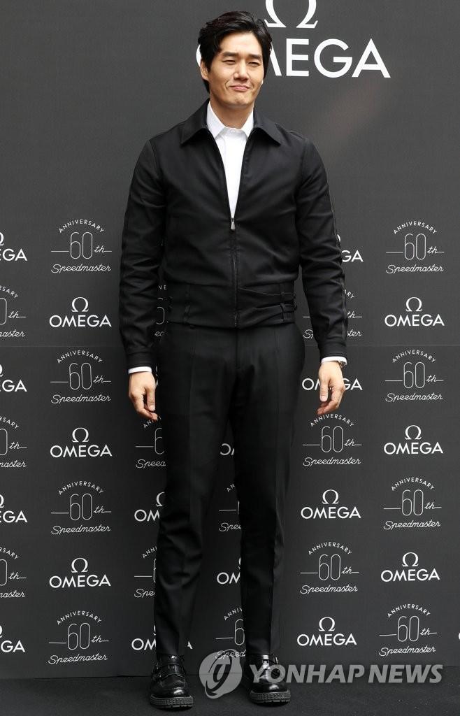 刘智泰亮相欧米茄超霸腕表纪念展