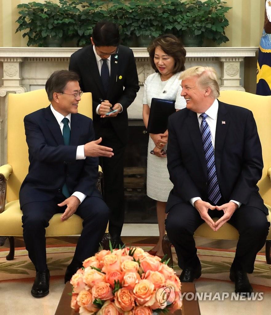 韩美首脑会谈气氛融洽