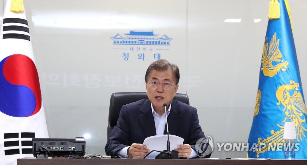 7月4日,在青瓦台,韩国总统文在寅主持召开国家安全保障会议(NSC)全体会议并发言。(韩联社)