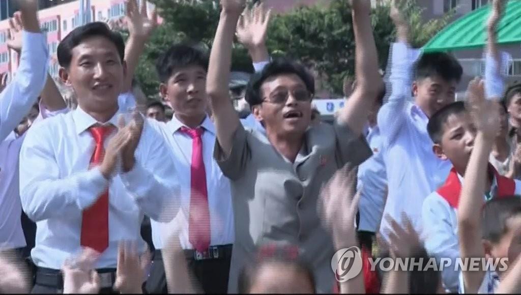 朝居民为试射ICBM成功欢呼
