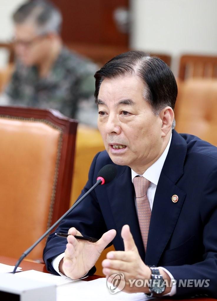 7月5日,韩国国防部长官韩民求出席国会国防委员会全体会议,回答议员提问。(韩联社)