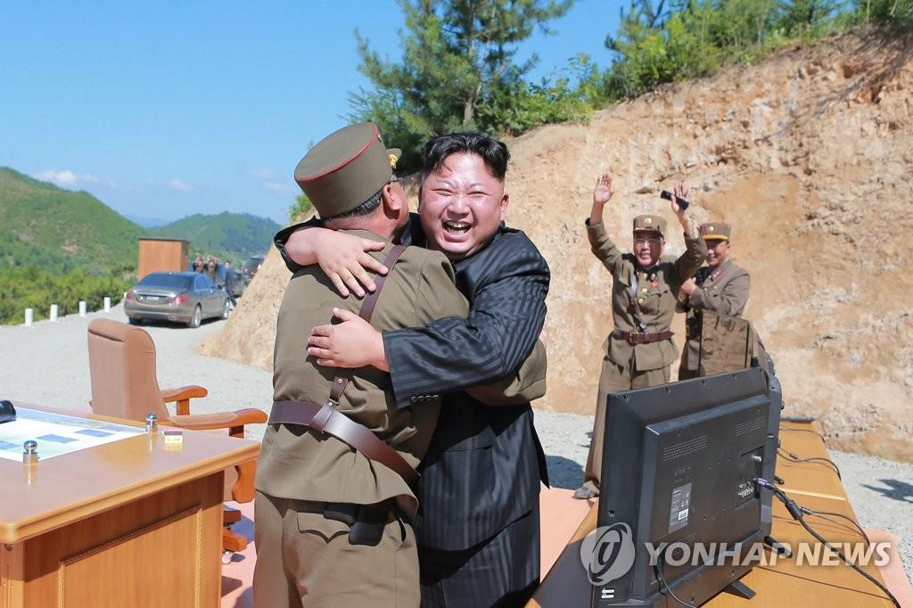 金正恩庆祝成功试射火星-14导弹