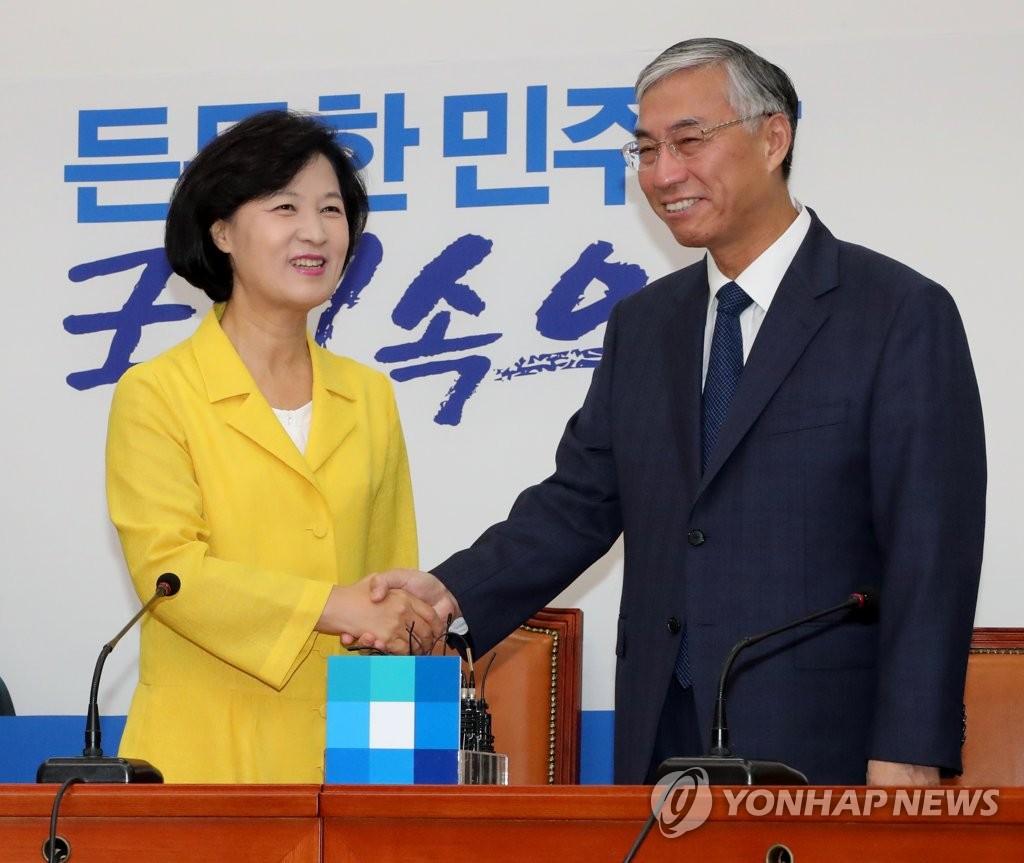 执政党党首与驻韩中国大使会面