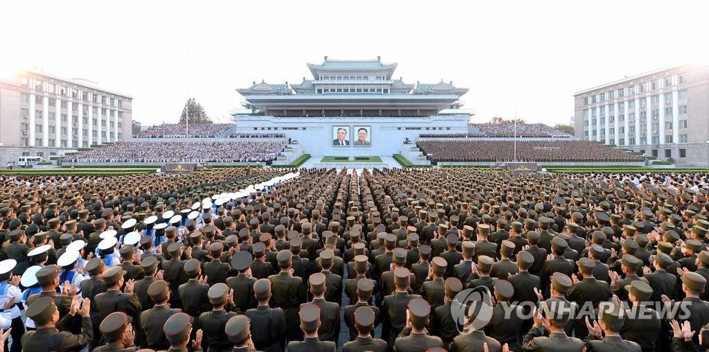 朝举行军民大会庆祝成功射弹
