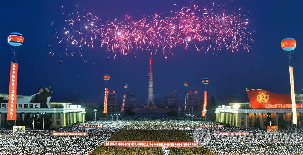 朝军民庆祝成功射弹