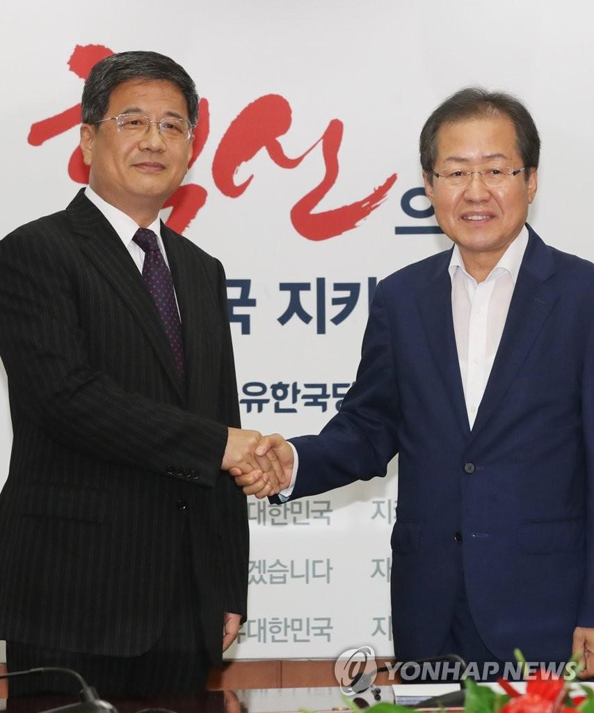 中联部副部长郑晓松访问韩最大在野党