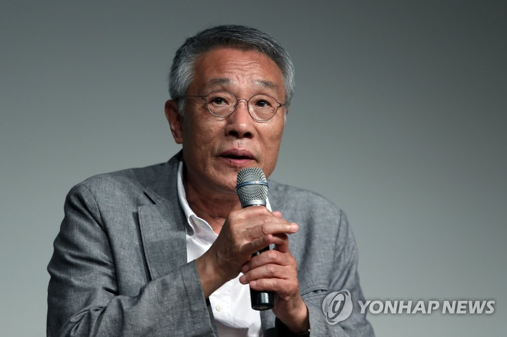 韩国作家黄晳暎入围布克奖候选名单
