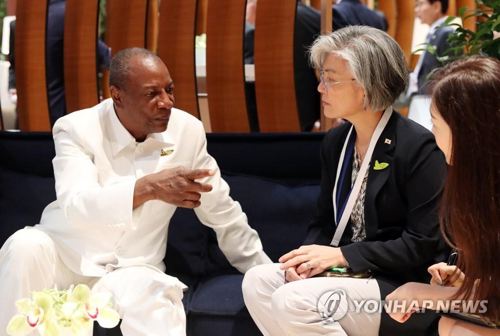 韩外长与几内亚总统会谈