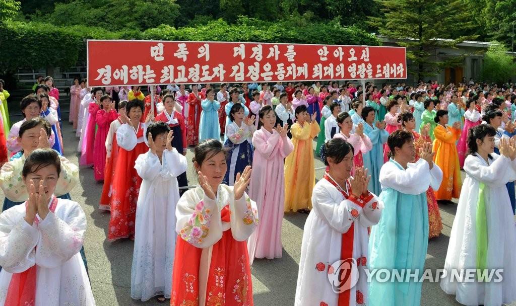 朝妇女联盟庆祝成功射弹