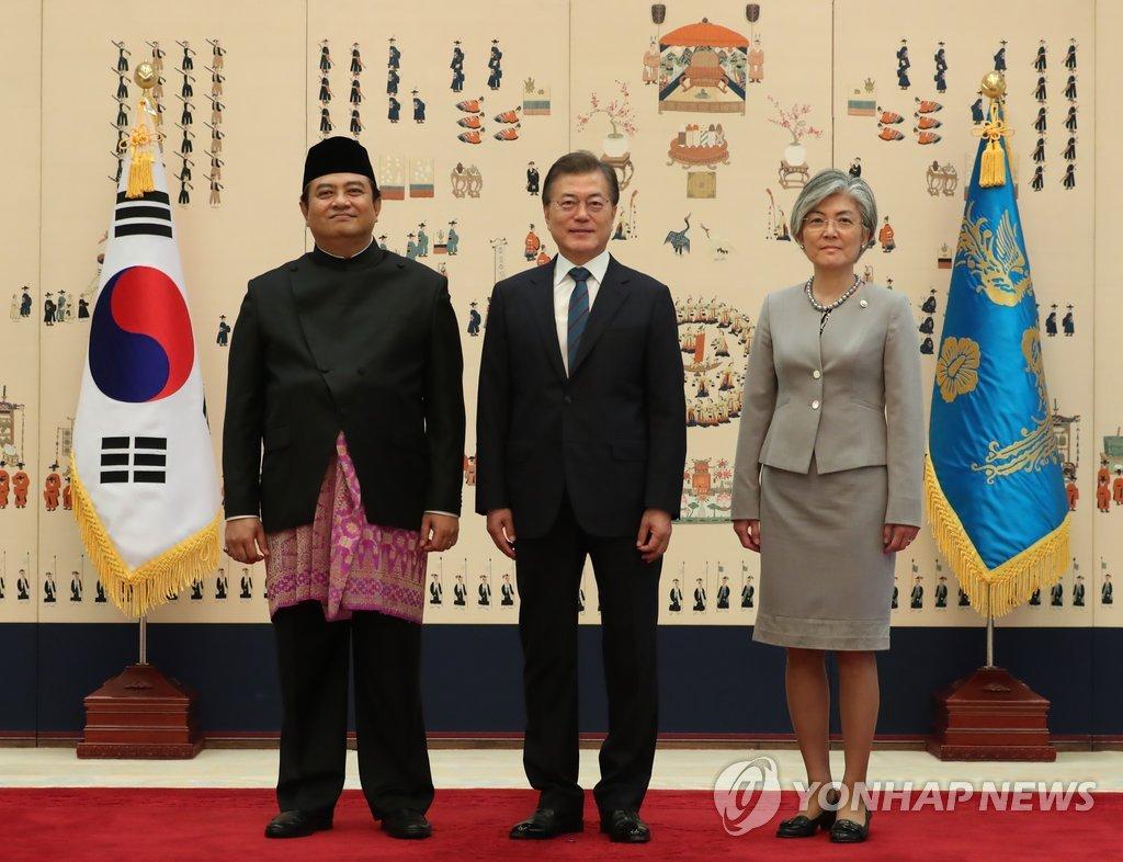 印尼大使向韩国总统递交国书