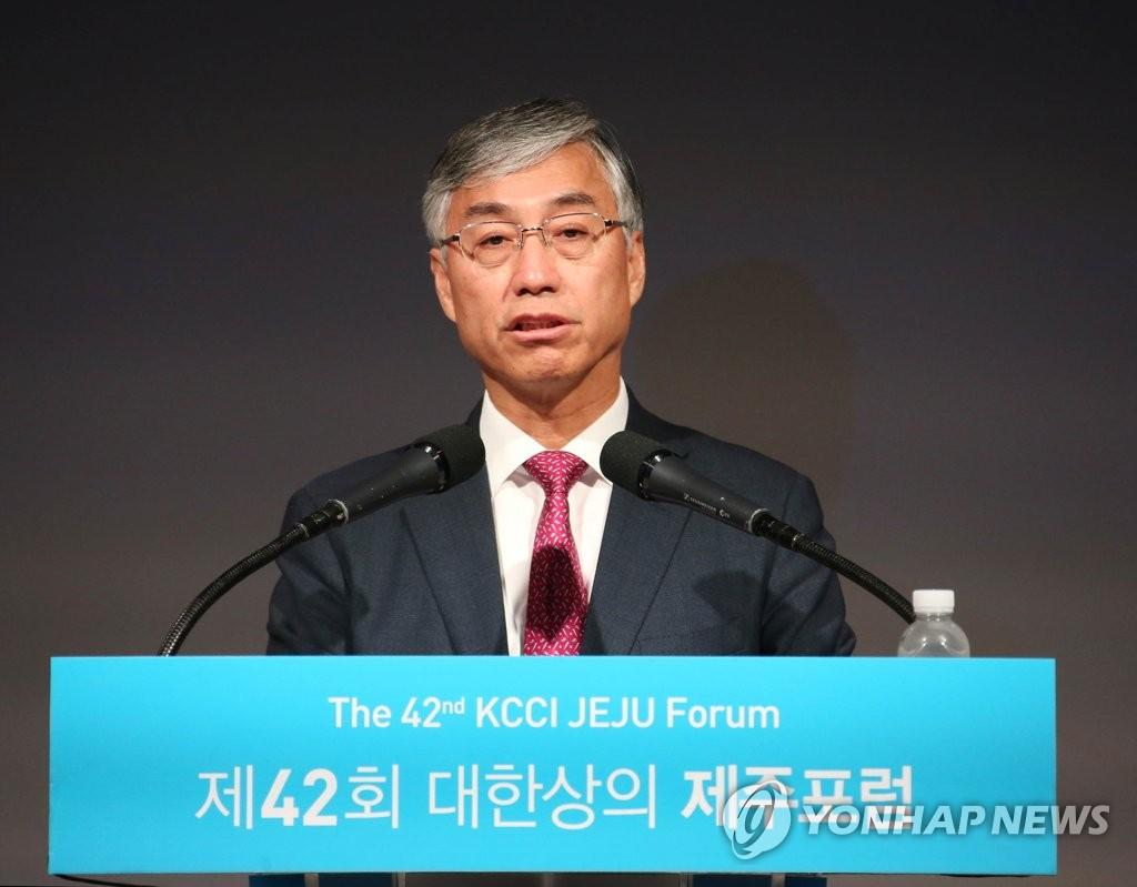 7月22日,在济州新罗酒店,邱国洪在济州论坛上发表特别演讲。(韩联社)