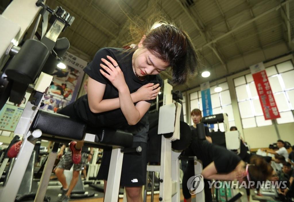 韩代表队加紧训练备战平昌冬奥会