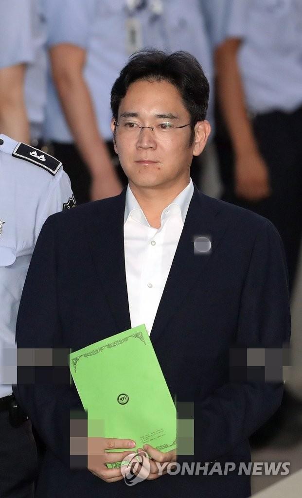 李在镕走向法庭