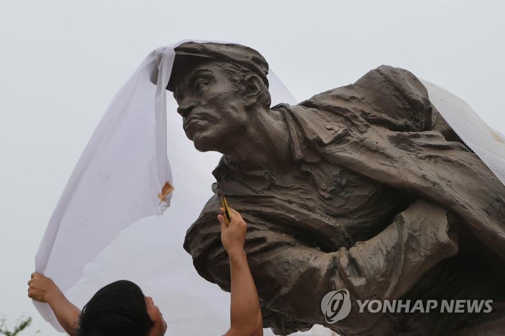 中国捐赠的安重根义士铜像
