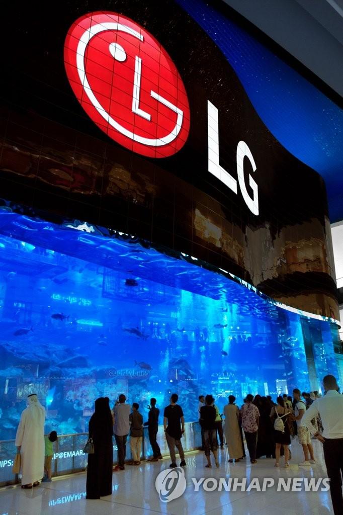 LG电子全球最大OLED显示屏亮相迪拜