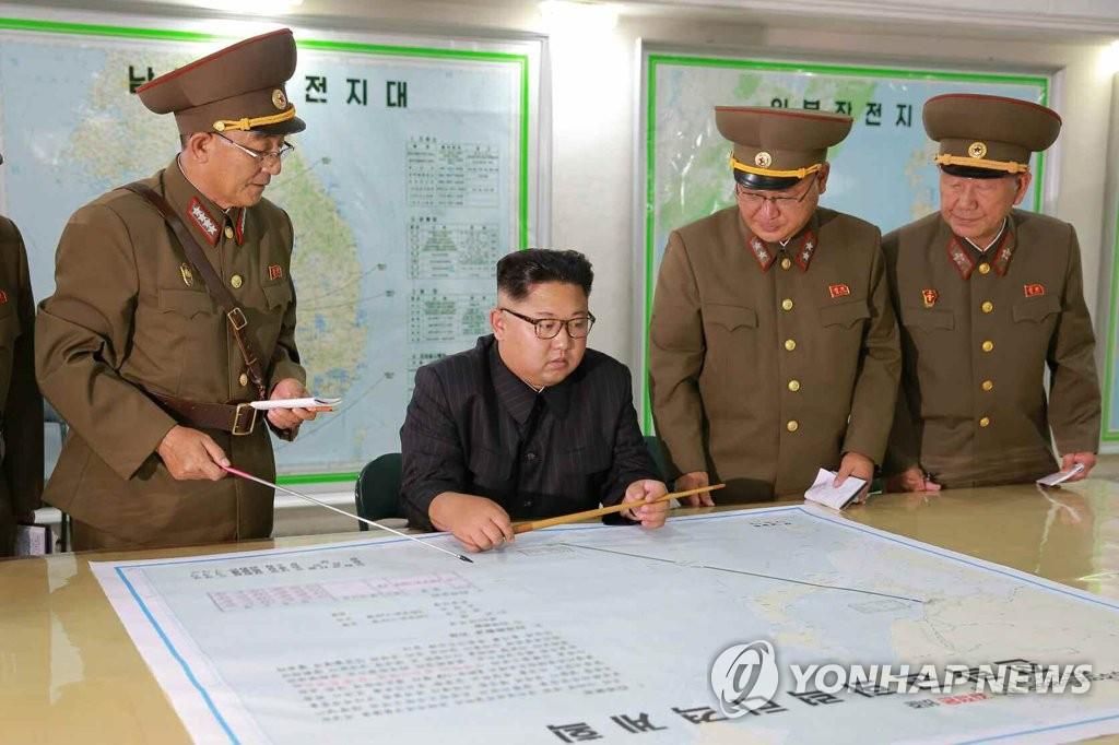 金正恩视察战略军司令部