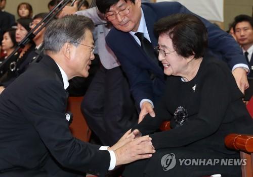 文在寅对前总统金大中遗孀李姬镐逝世表哀悼