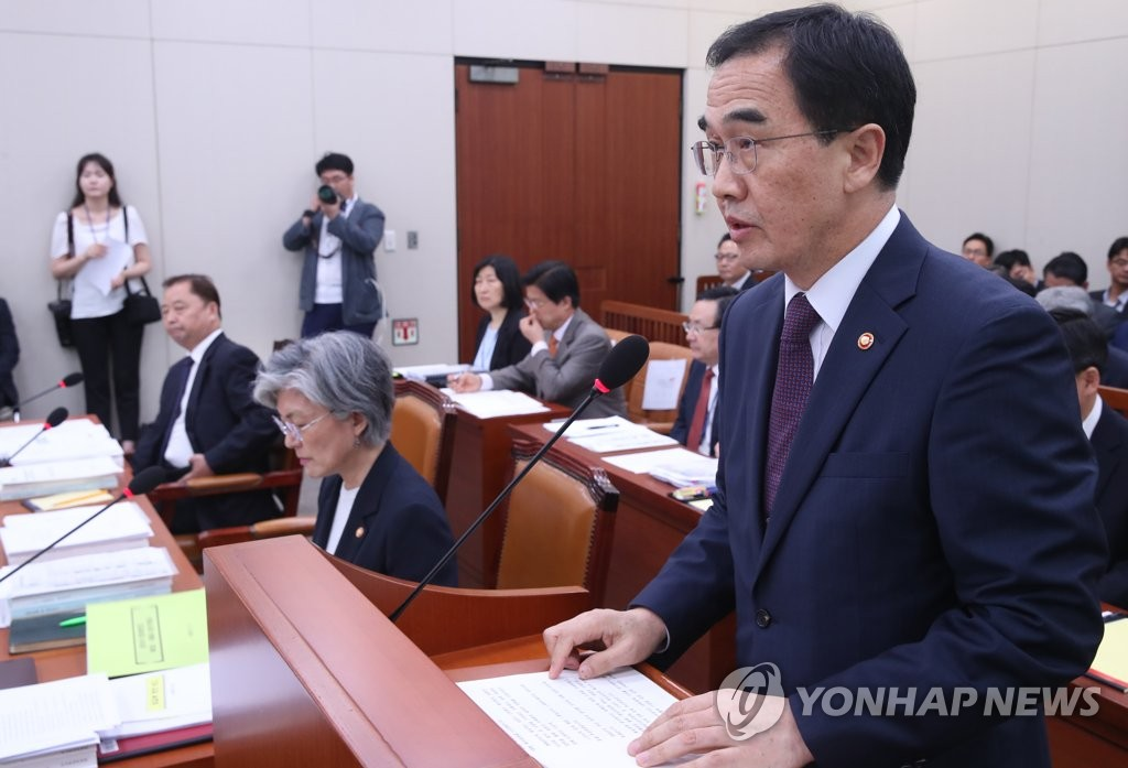 8月21日,在韩国国会,赵明均正在汇报工作。(韩联社)