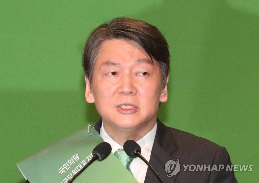 8月27日,在韩国国会,安哲秀当选新任党首后发表感言。(韩联社)