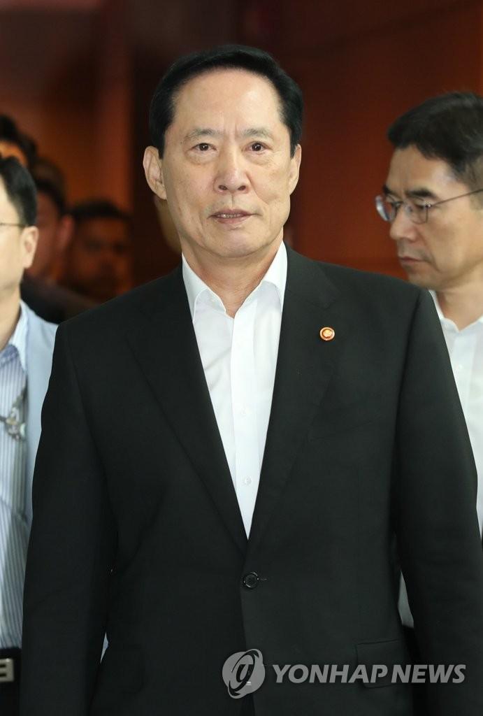 韩防长启程赴美