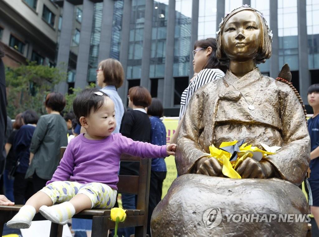 娃娃也来参加慰安妇问题集会