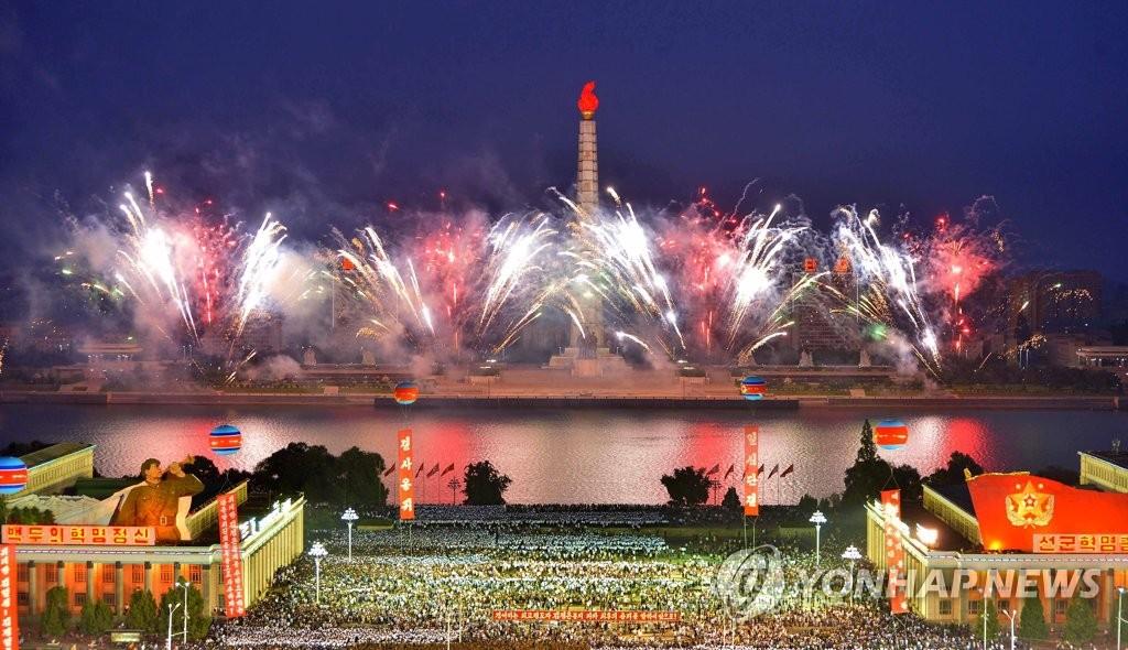 """9月6日,朝鲜在平壤举行群众集会,庆祝""""氢弹""""试验取得成功。图为集会现场。图片仅限韩国国内使用,严禁转载复制。(韩联社/朝中社)"""