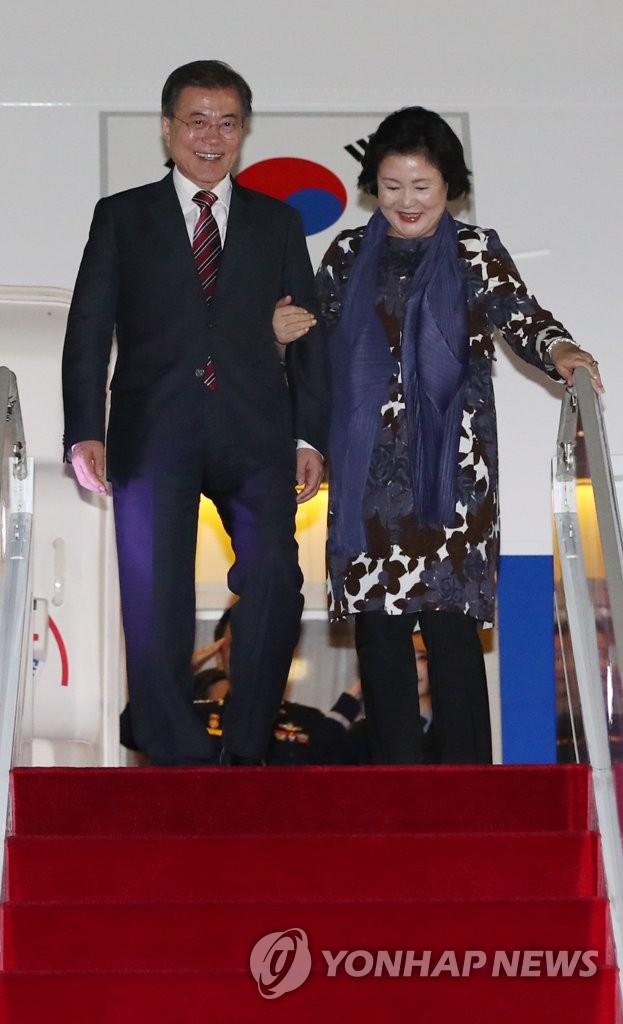 总统伉俪结束俄罗斯之行回国