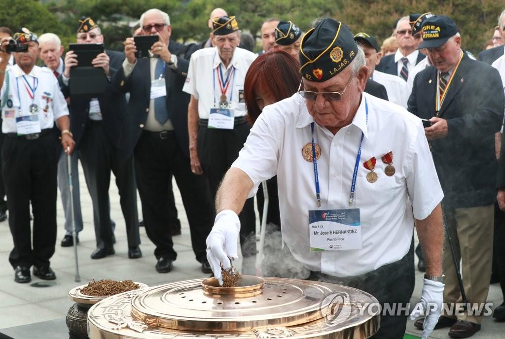 联合国参战勇士参拜显忠院