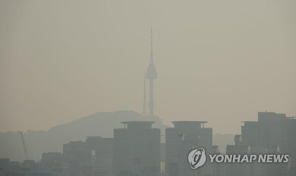 首尔遭遇雾霾天