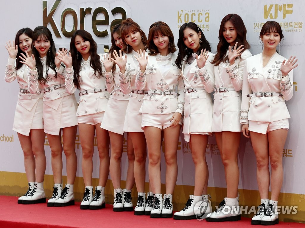 TWICE亮相2017韩国音乐狂欢节