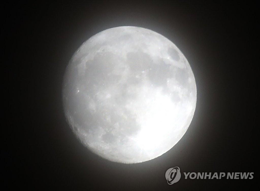 十五的月亮十七圆