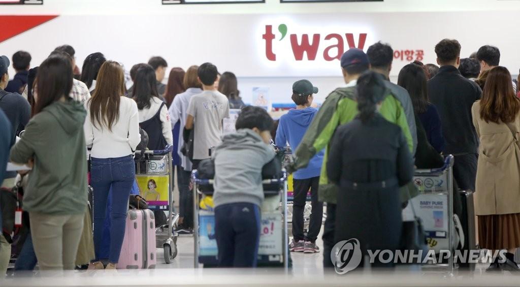 济州机场挤满返程旅客