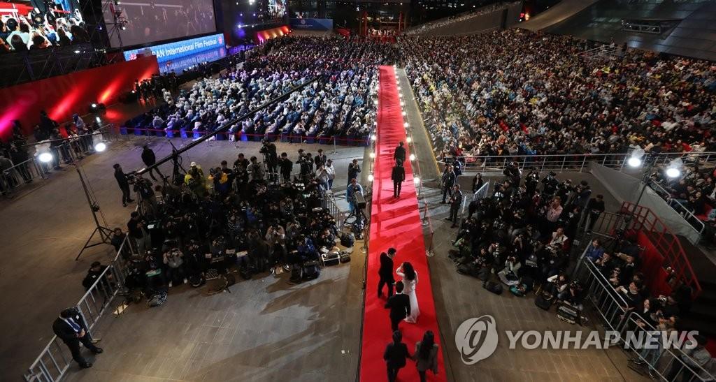 资料图片:2017年釜山国际电影节开幕式现场(韩联社)