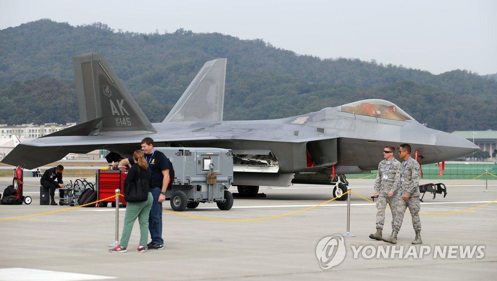 美军F-22隐形战斗机
