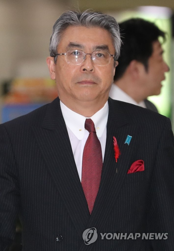 日本副外长抵韩
