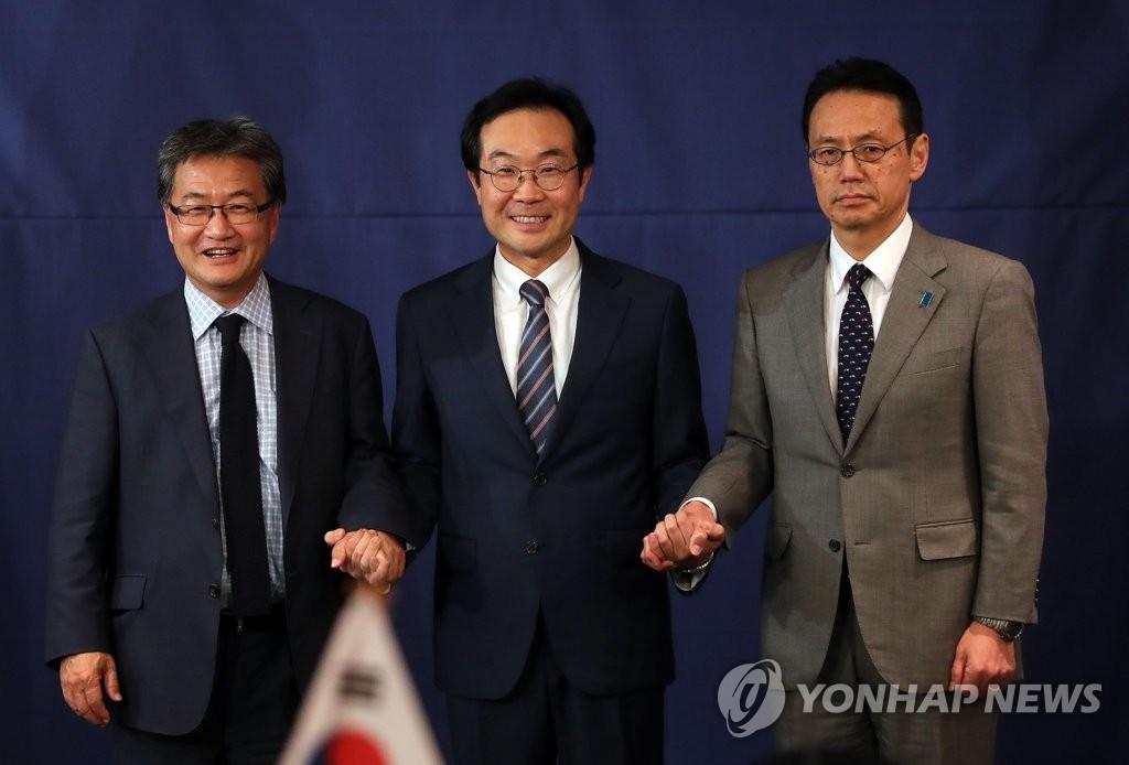 韩美日六方会谈团长聚首