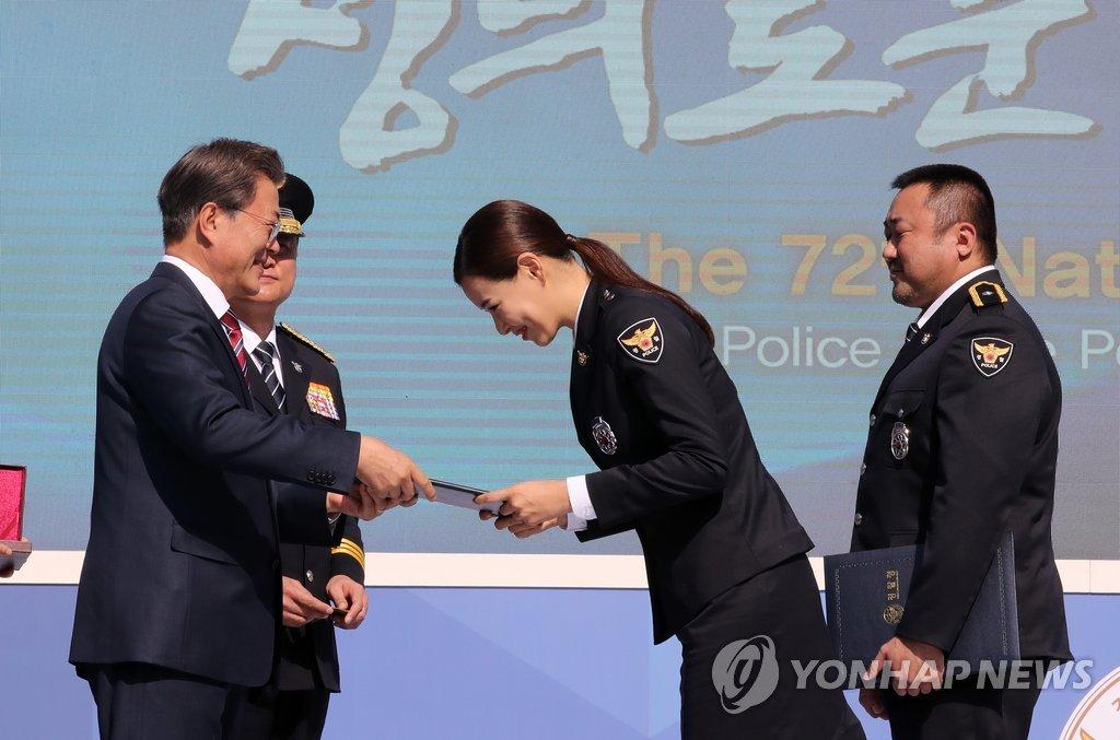 李哈妮被委任为名誉警察
