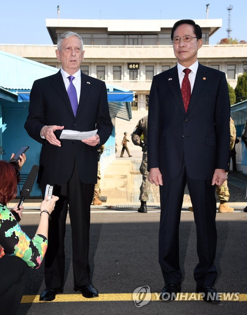 韩美防长访问板门店共同警备区