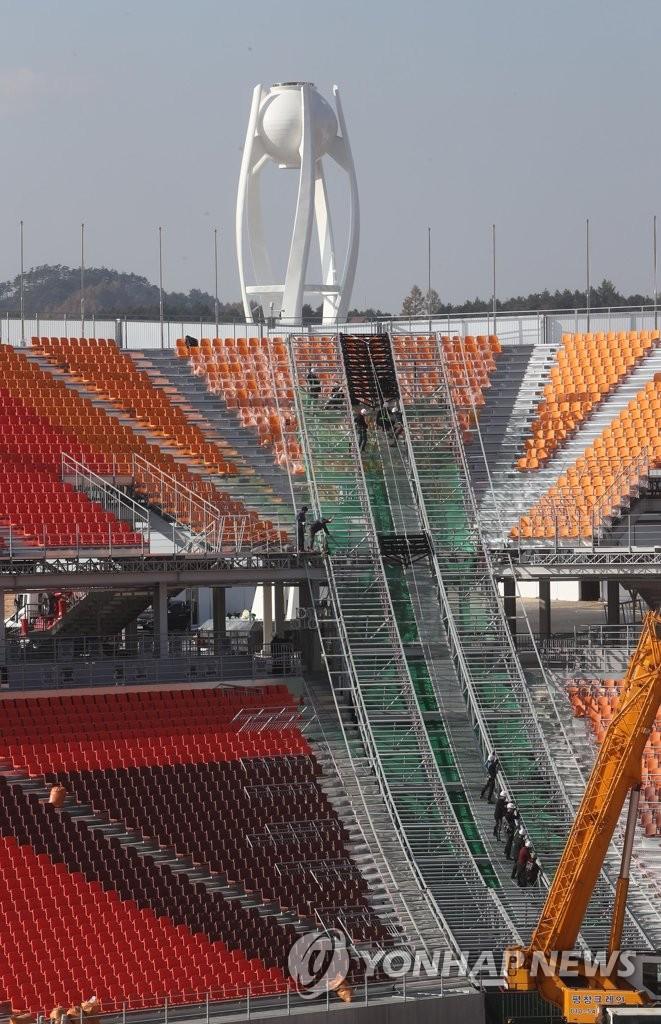 奥运圣火炬台完工在即