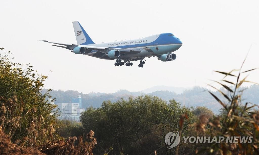 特朗普专机抵韩
