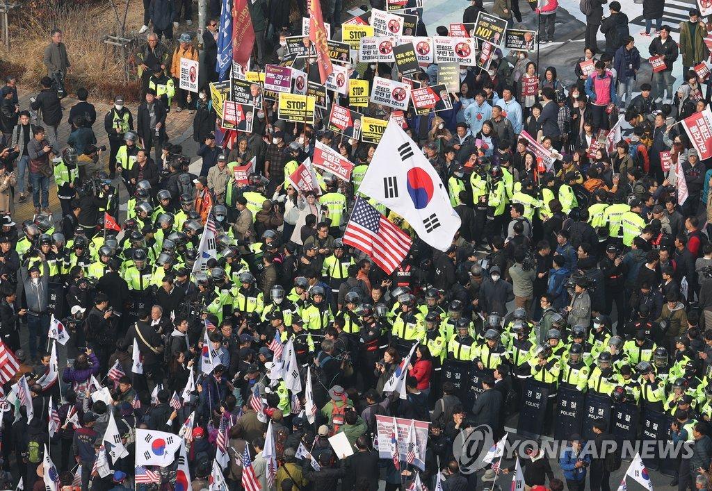 韩国国会前集会现场