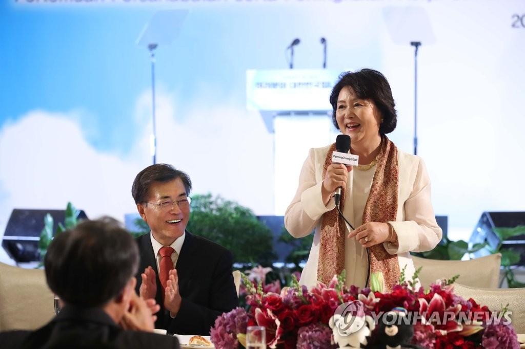 文在寅伉俪出席印尼韩侨座谈会