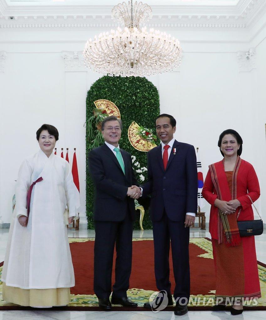 韩印尼总统夫妇合影