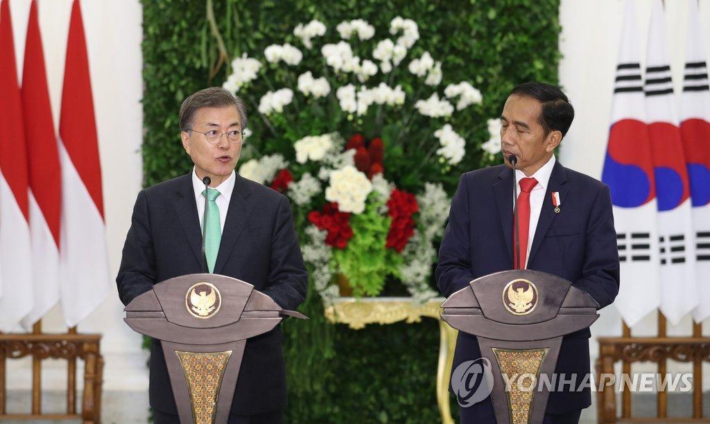 韩印尼总统共同会见记者