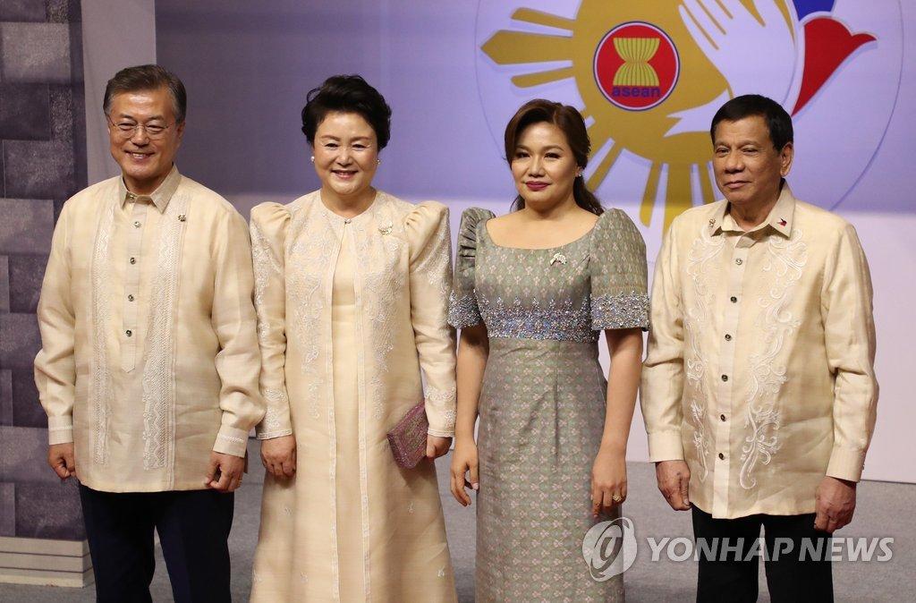 韩菲总统伉俪合影