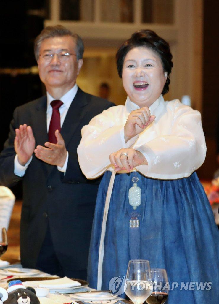 韩第一夫人跳热舞